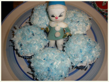 """Let it Snow"" coconut cupcakes."