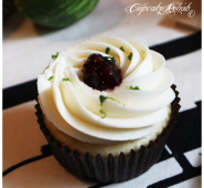 Blackberry jam cupcakes with lime