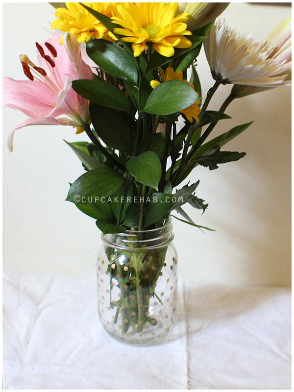 Fresh flowers in a mason jar that's been DIY'd with a gold Sharpie!