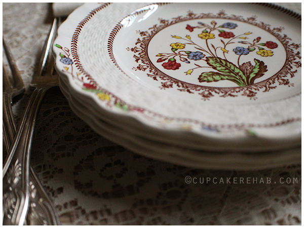 Vintage Spode Cowslip pattern bread & butter plates (+ a recipe for apple cake with hazelnuts).