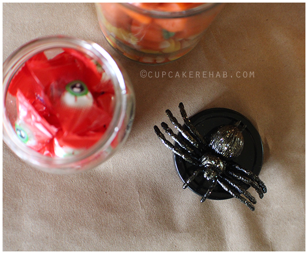 Creepy DIY specimen jars for Halloween!