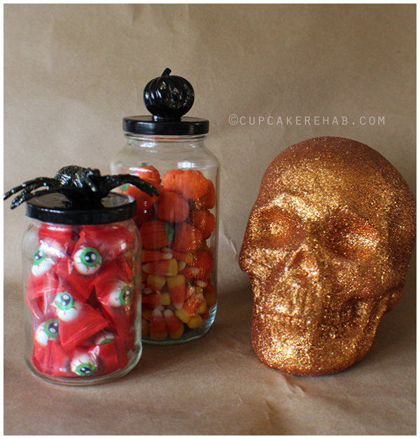 How to make DIY specimen jars for Halloween out of old spaghetti sauce or mayonnaise jars!