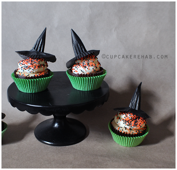 Easy DIY cupcake toppers: little witch hats made from cupcake liners!