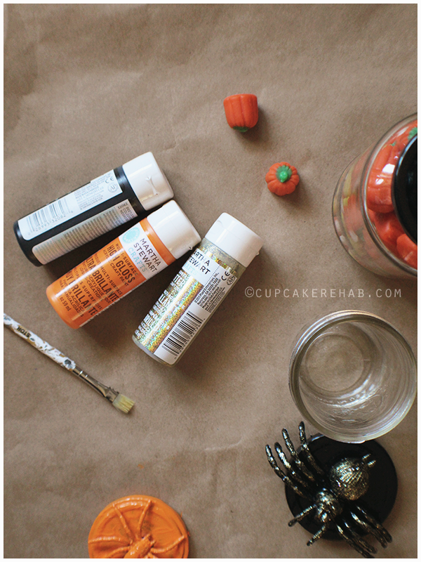 Make super easy DIY creepy specimen jars for Halloween with just a few items: paint, a glass jar & a spider/pumpkin/skull toy.