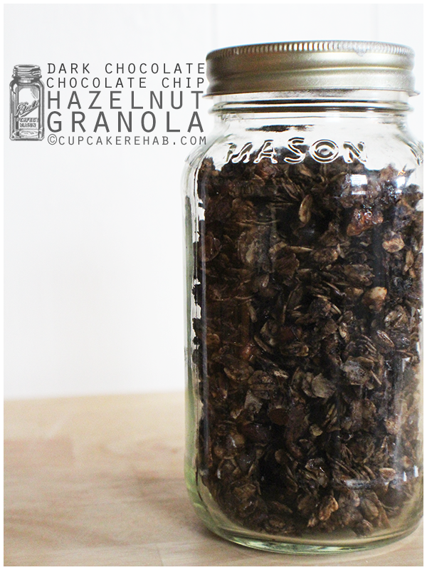 Dark chocolate chocolate chip granola with hazelnuts. Extremely easy, made with Agave nectar!