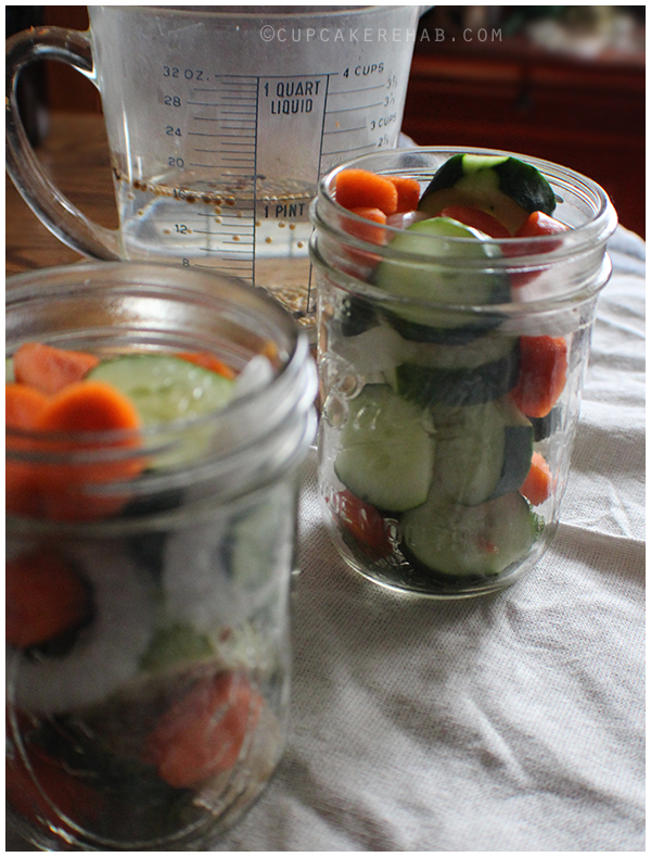 Quick garden vegetable refrigerator pickles.