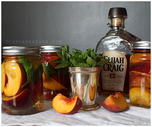 An easy canning recipe for mint julep peaches! #sweetpreservation