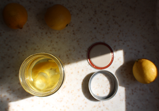 Lemon vodka DIY.