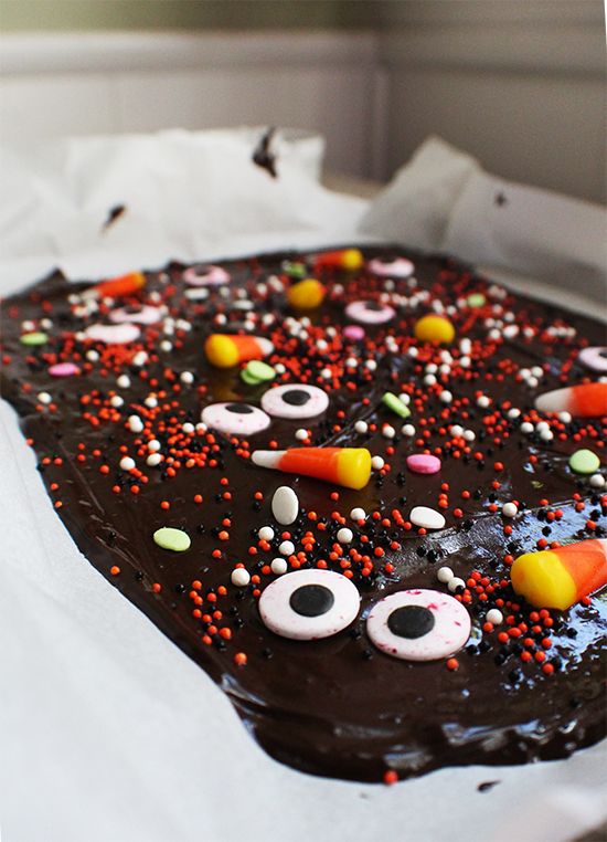 Monster bark! Perfect easy no-bake Halloween treat.
